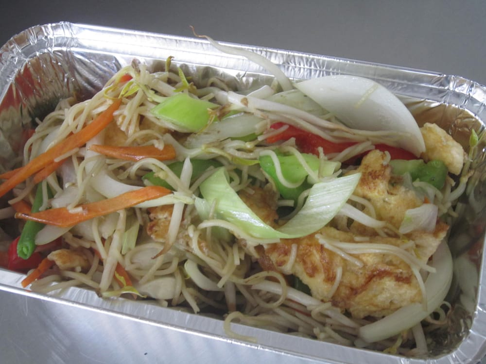 Hu Tieu do Bien or Vietnamese Chicken fried chicken noodle is a favorite dish because it is fast, eaten quite delicious. Just vegetables, meat, egg, starch